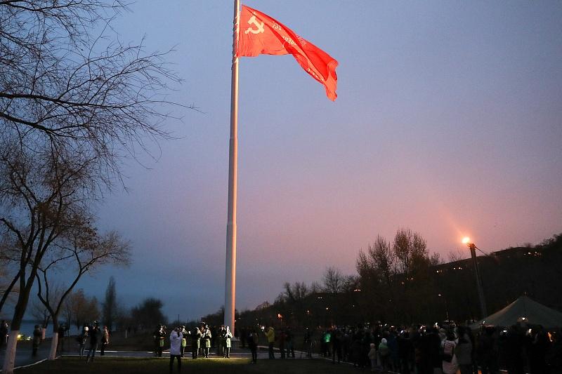Над Волгоградом подняли Знамя Победы